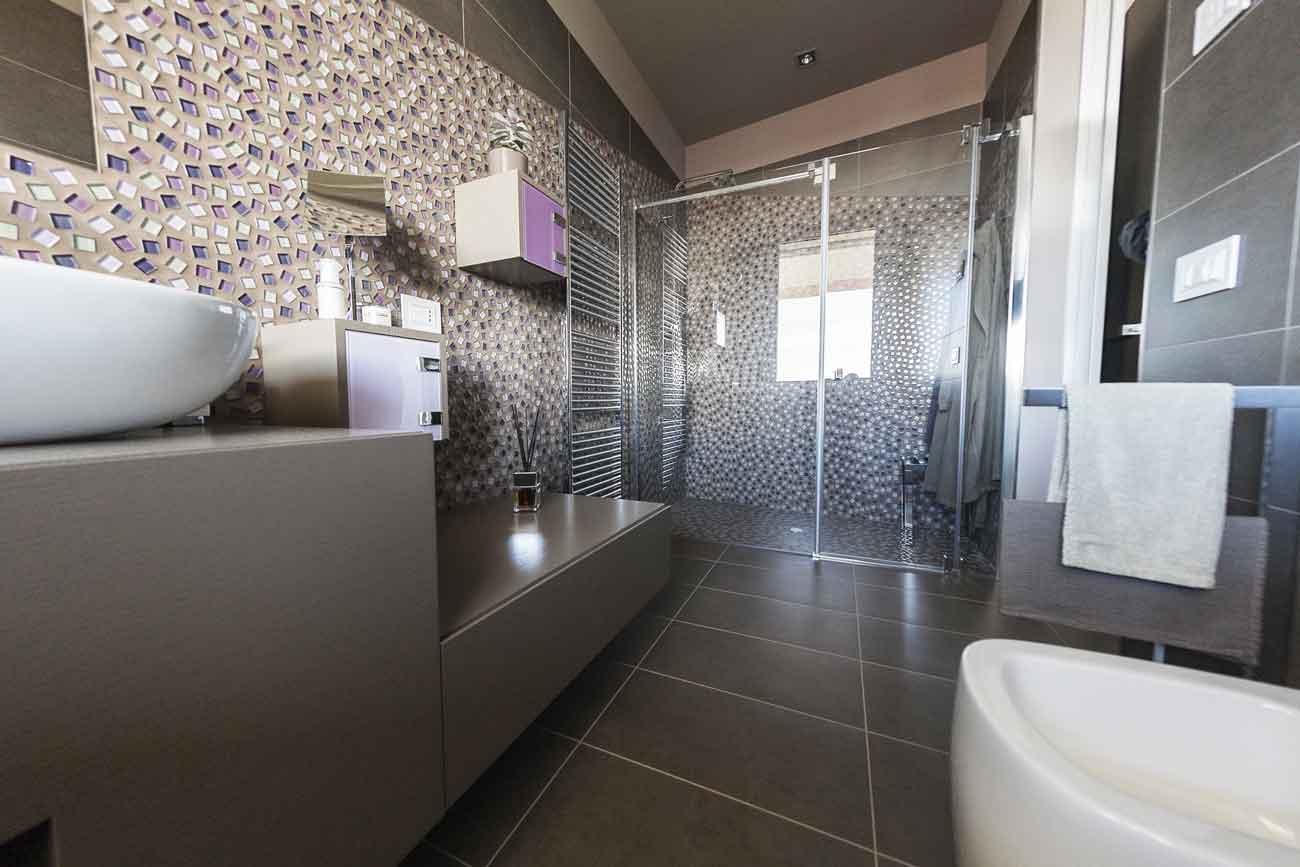 Bagno Con Doccia Mosaico : Naldi pavimenti casa grande interno bagno mosaico esploso veduta