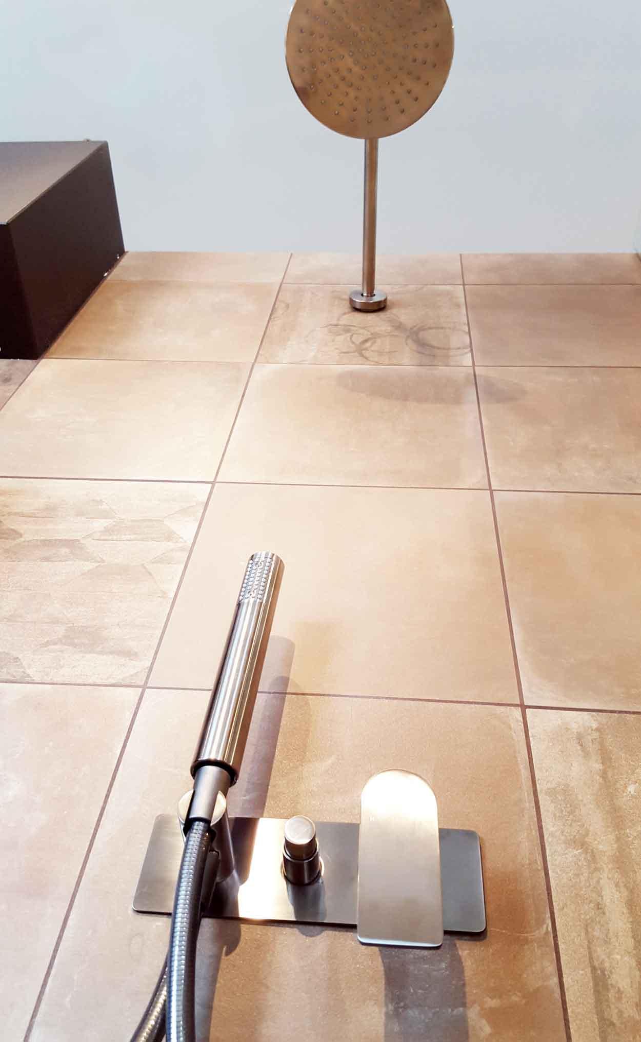 Naldi pavimenti, Showroom, Doccia con rivestimento in gres