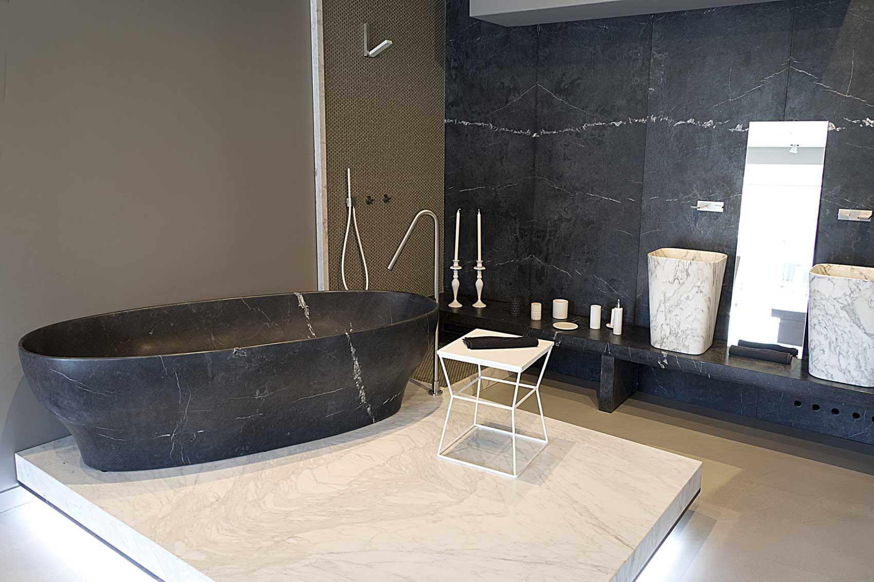Bagno marmo nero e oro