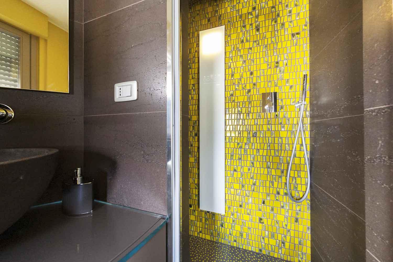 Bagno Doccia Mosaico : Naldi pavimenti casa materiali in armonia bagno con pietra e