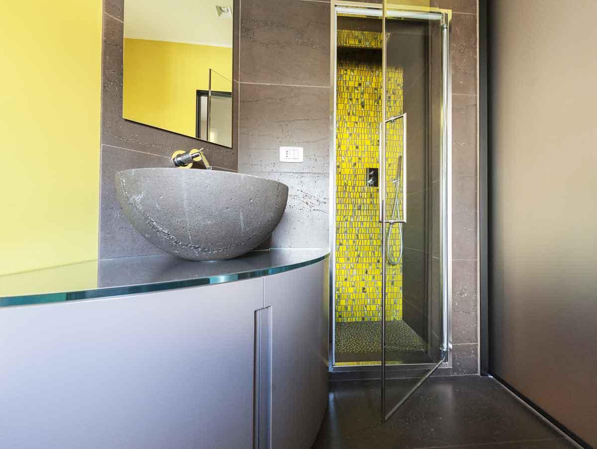 naldi-pavimenti-casa-materiali-in-armonia-bagno-con-pietra-e-mosaico ...